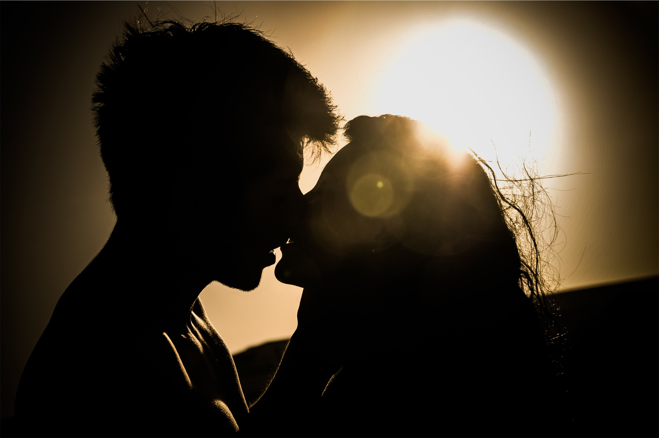 what is the meaning of a romantic relationship